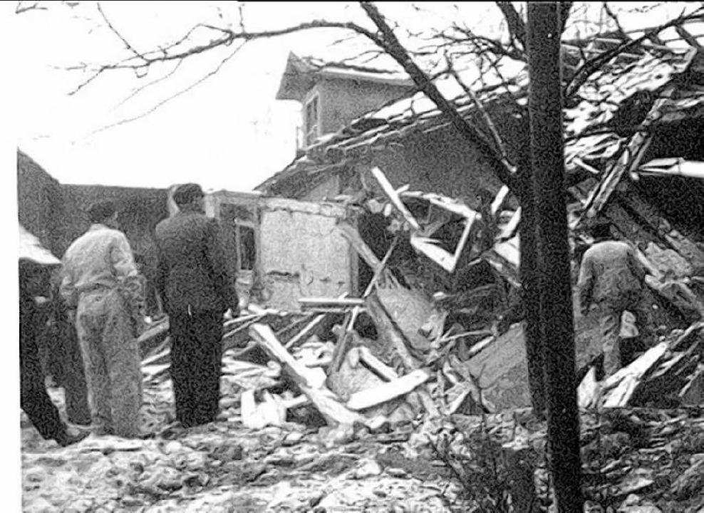 Total zerstört wurde beim Luftangriff ...ters Greiner in der Waldshuter Straße.  | Foto: bz