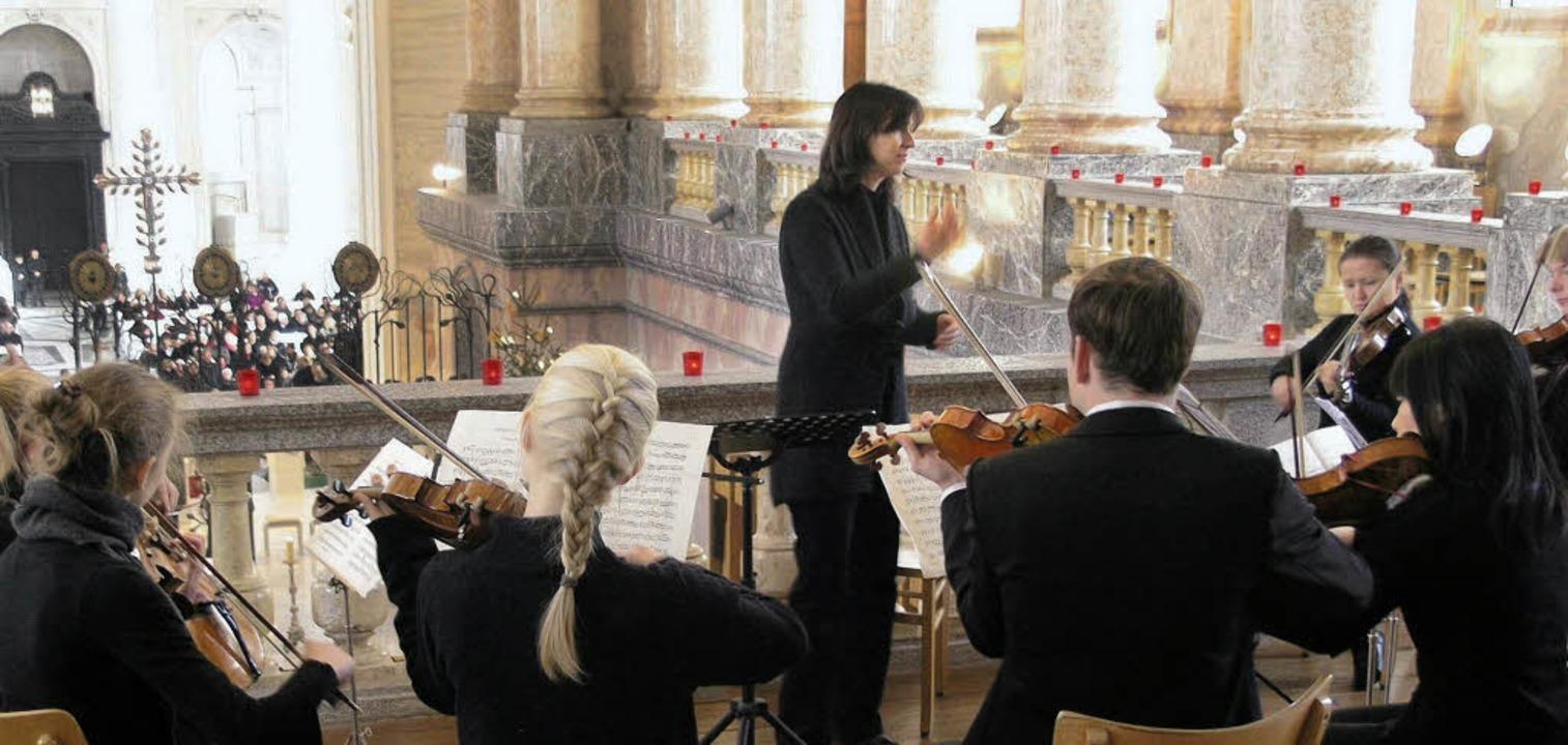 Auch die Spohr-Philharmonie mit Dirige...im Dom für musikalische Glanzlichter.     Foto: Margrit Matyscak
