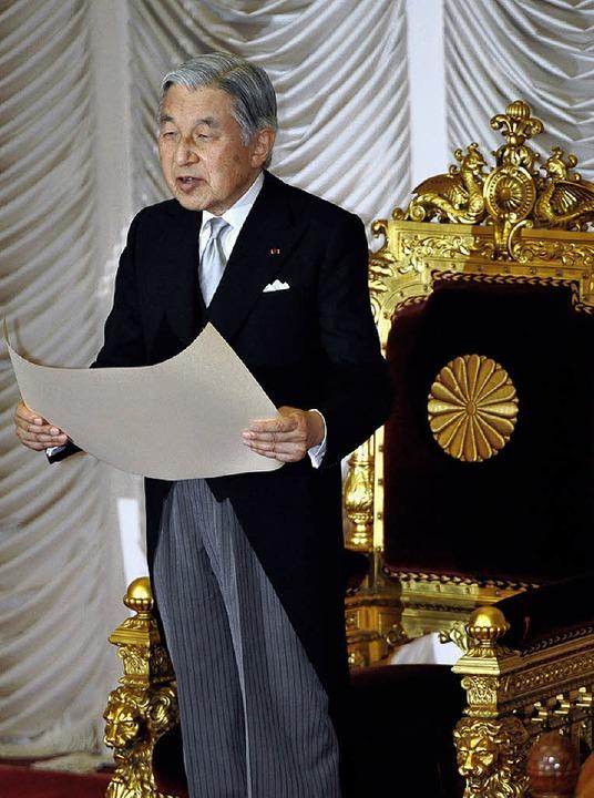 Gottverlassen? Tenno Akihito bei der Eröffnung der Parlamentssitzung in Tokio  | Foto: dpa/afp