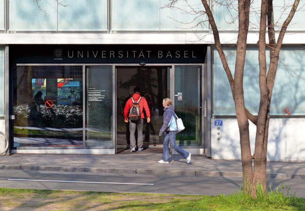 Der Zugang zu den Masterstudiengängen ...eiben sich die Studierenden in Basel.   | Foto: Bianca Fritz