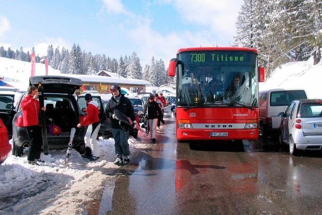 Verkehrschaos auf dem Feldberg: Lange Suche nach einem Parkplatz