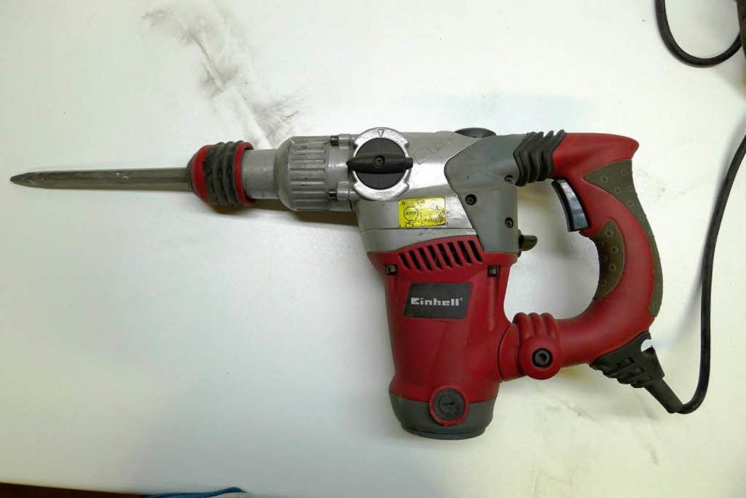 Eines der Tatwerkzeuge: ein  Pneumatik-Bohrhammer der Marke Einhell  | Foto: Polizei