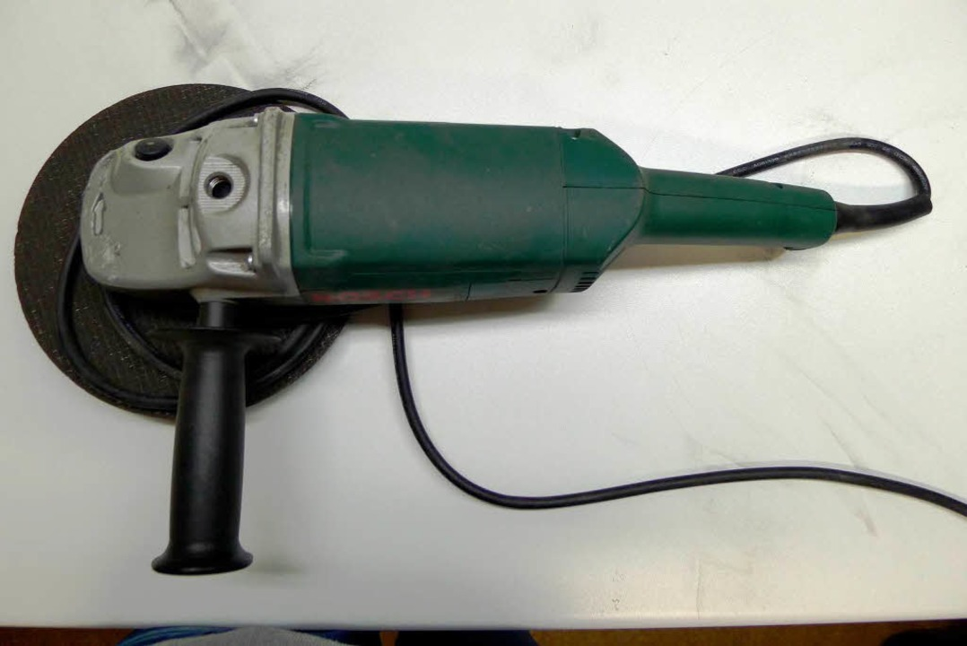 Eines der Tatwerkzeuge: eine Flex von Bosch  | Foto: Polizei