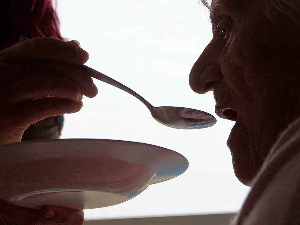 Eine hohe emotionale Belastung: die Pflege  | Foto: DPA