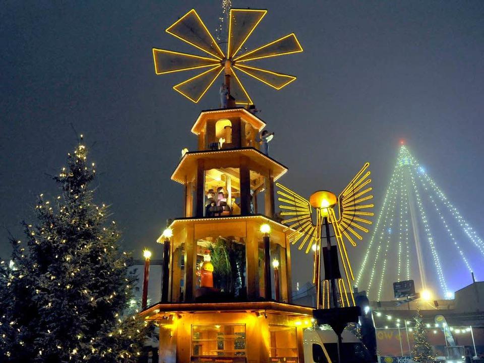 Der Europa-Park in Rust wird seine Win...ison mit einem Besucherrekord beenden.  | Foto: dpa