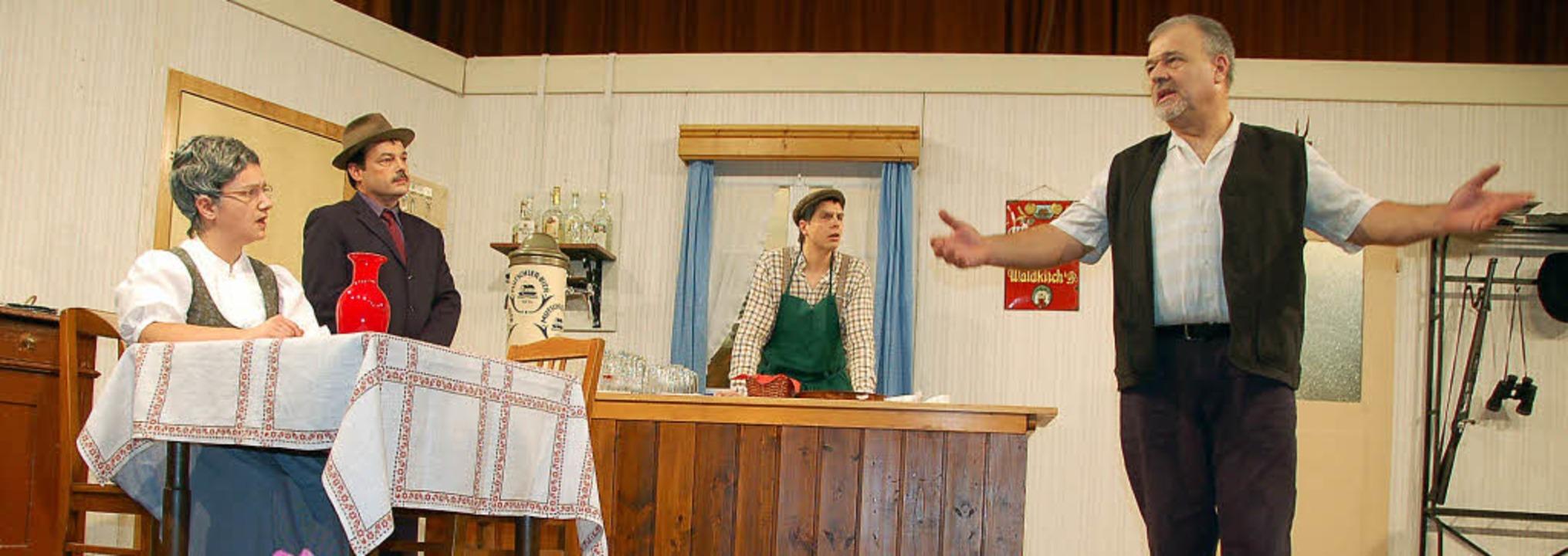 Die Laienschauspieler der Chorgemeinsc...eaterabend die Lacher auf ihrer Seite.  | Foto: Pia Grättinger