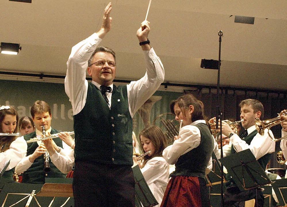 Dirigent Gerhard Behringer und seine n...reikönigskonzert in der Dachsberghalle  | Foto: Karin Stöckl-Steinebrunner