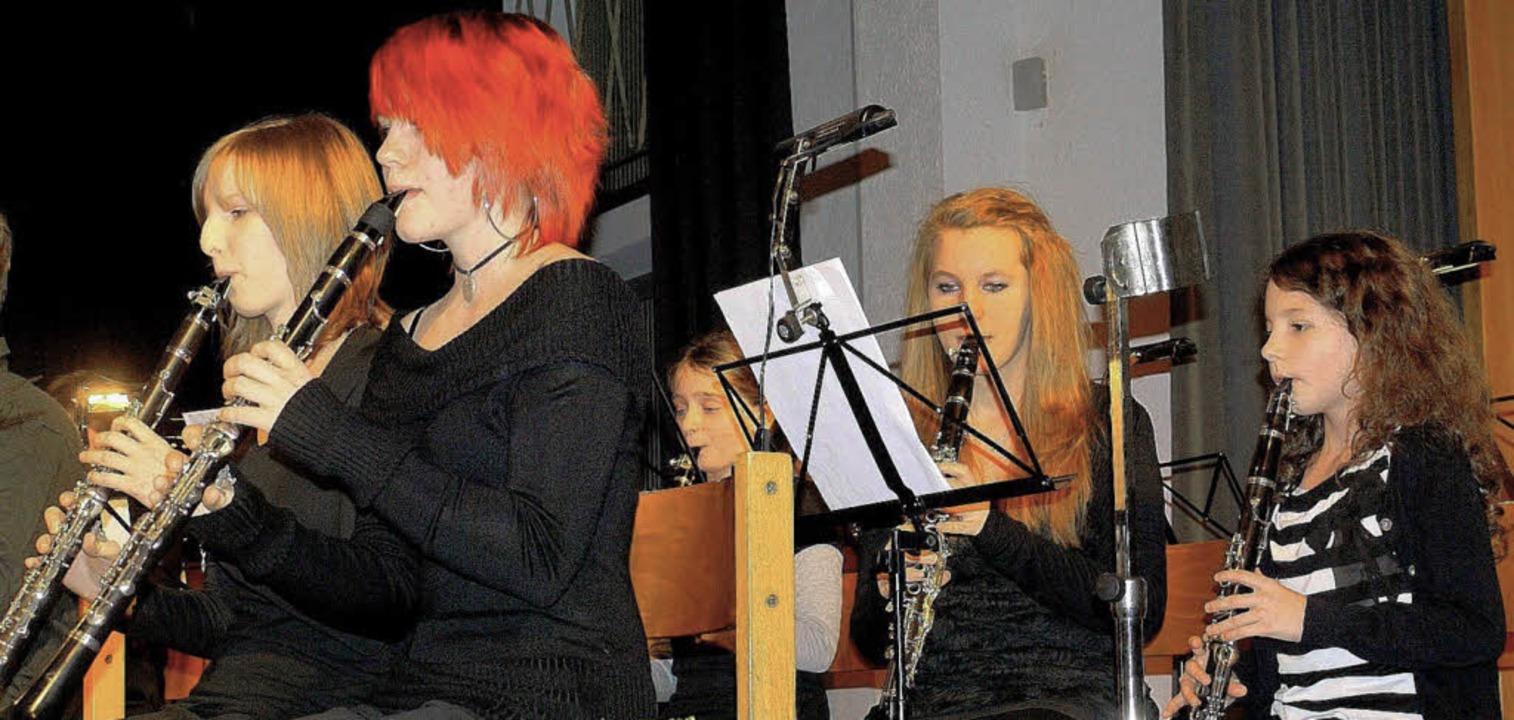 Den musikalischen Auftakt des Dreiköni...äserklasse der Grund- und Hauptschule.  | Foto: Eberhard Weiss