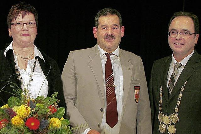 Ehrennadel für Walter Pfeffer