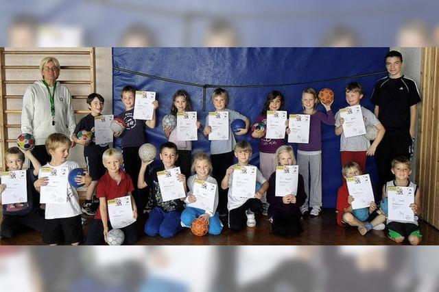Grundschülern macht Handball Spaß