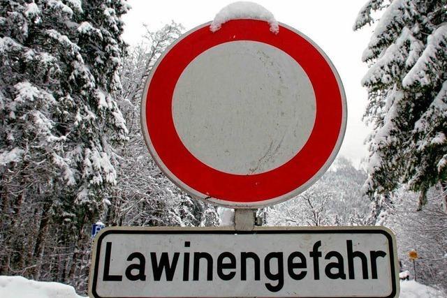 Erhöhte Lawinengefahr in Bayern – Straßen gesperrt