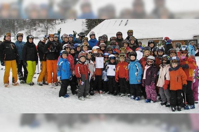 Spaß im Schnee für 50 Kinder und elf Erwachsene