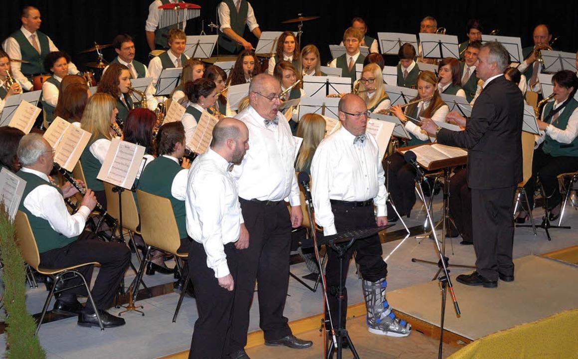 Dominique Hoffmann, Dieter Hohwieler u...viel Applaus für ihre Gesangseinlage.   | Foto: Jürgen Schweizer