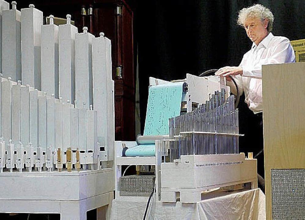 Mehrere Teile, ein Instrument: Adrian ...esem Jahr mehrfach im Orgelbauersaal.     Foto: Archivfoto: Eberhard Weiss