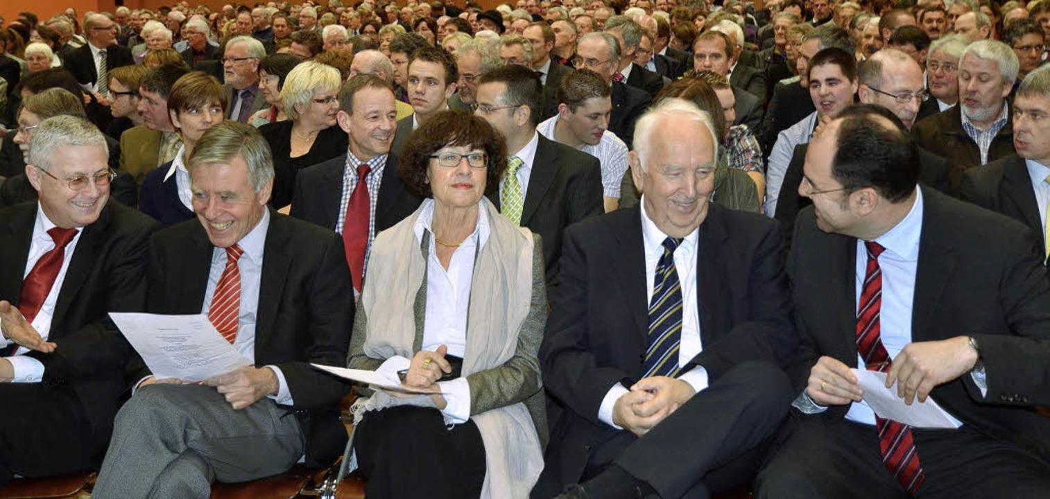 Gute Laune herrschte beim gemeinsamen ...nen in der Wiesentalhalle in Höllstein  | Foto: Michael Reich