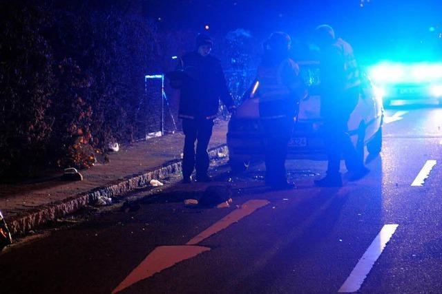 Autofahrer erfasst Ehepaar – schwer verletzt