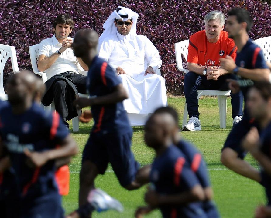Der brasilianische Sportdirektor Leona...rainingslager Anfang Januar in Katar.   | Foto: AFP