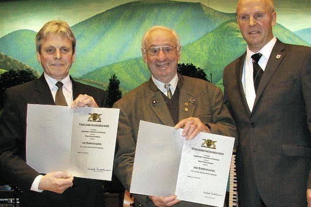 Ehrennadel für Paul Gutmann und Edwin Hofmann