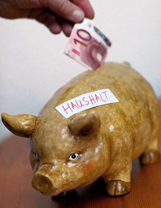 Derzeit nimmt die Gemeinde Hartheim et... sprich den Vermögenshaushalt,  übrig.  | Foto: DPA