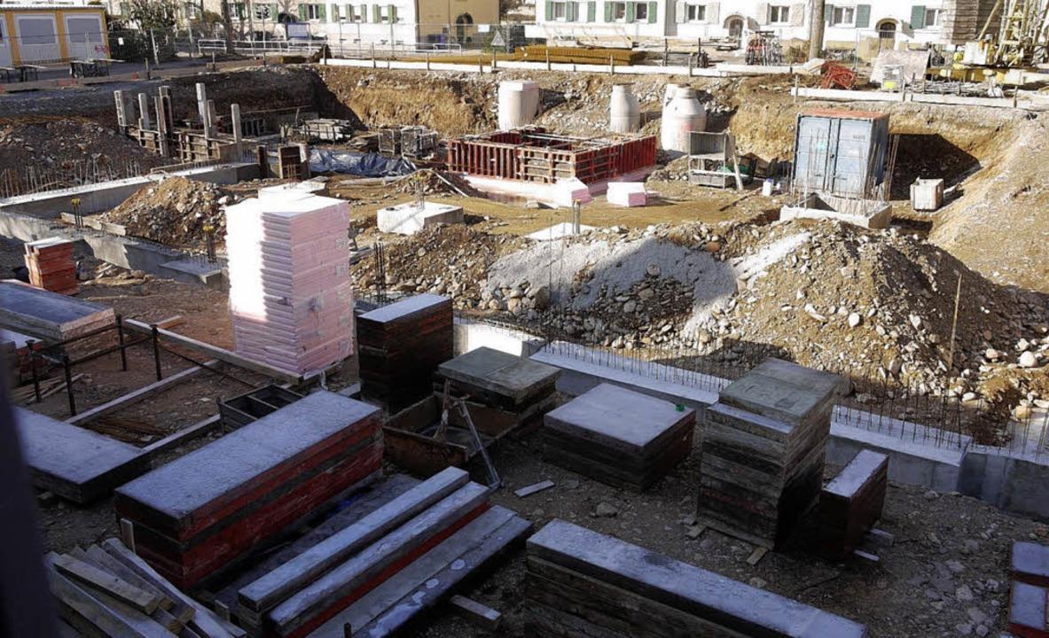 Nach den Erschließungsarbeiten haben n...ungsgebäude der Realschule angefangen.  | Foto: Eberhard Weiss