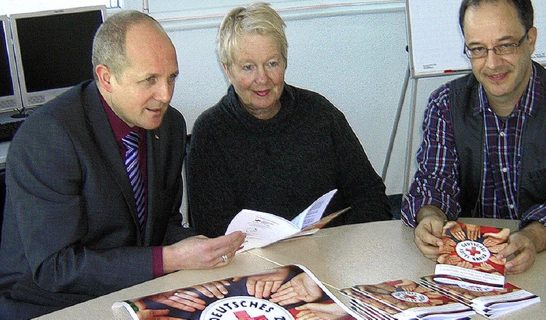 Freuen sich über das gemeinsame Projek...Büroleiter Gerhard Seitz (von links).   | Foto: Gerhard Walser