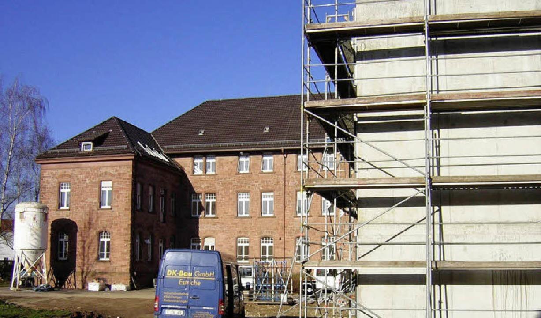 Der Umbau des ehemaligen Vermessungsam...Neubaus   ist bereits in vollem Gang.     Foto: Gerhard Walser