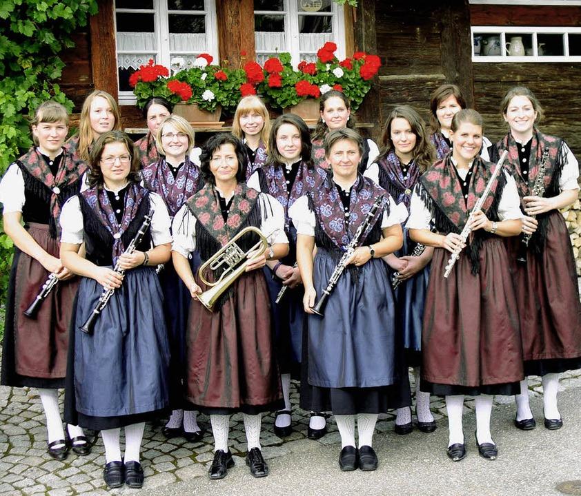 Auch sie werden auf der Grünen Woche B...nkapelle in ihren schmucken Trachten.   | Foto: Eberhard Gross