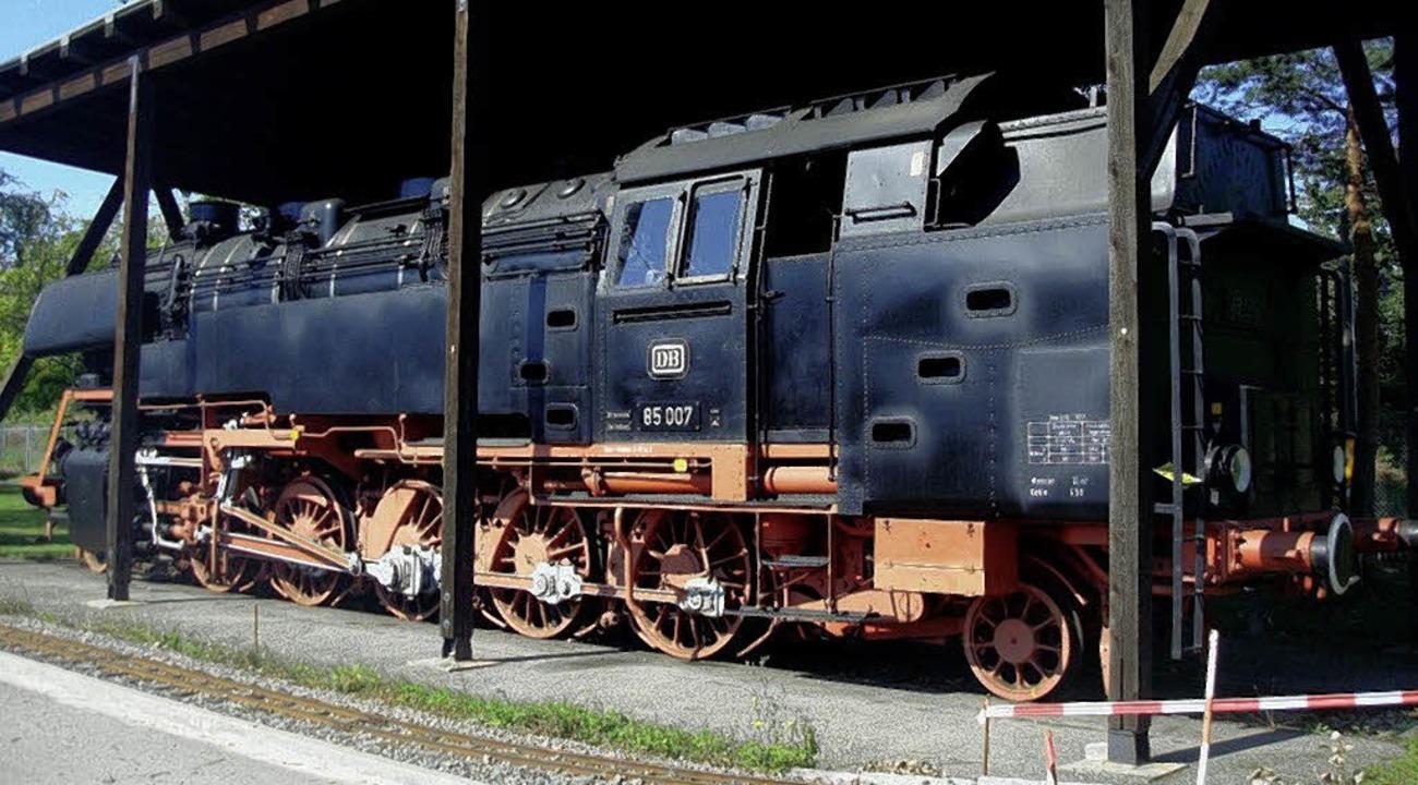 Die einzige noch erhaltene Lok der Bau...teht im Bahnbetriebswerk in Freiburg.     Foto: Privat