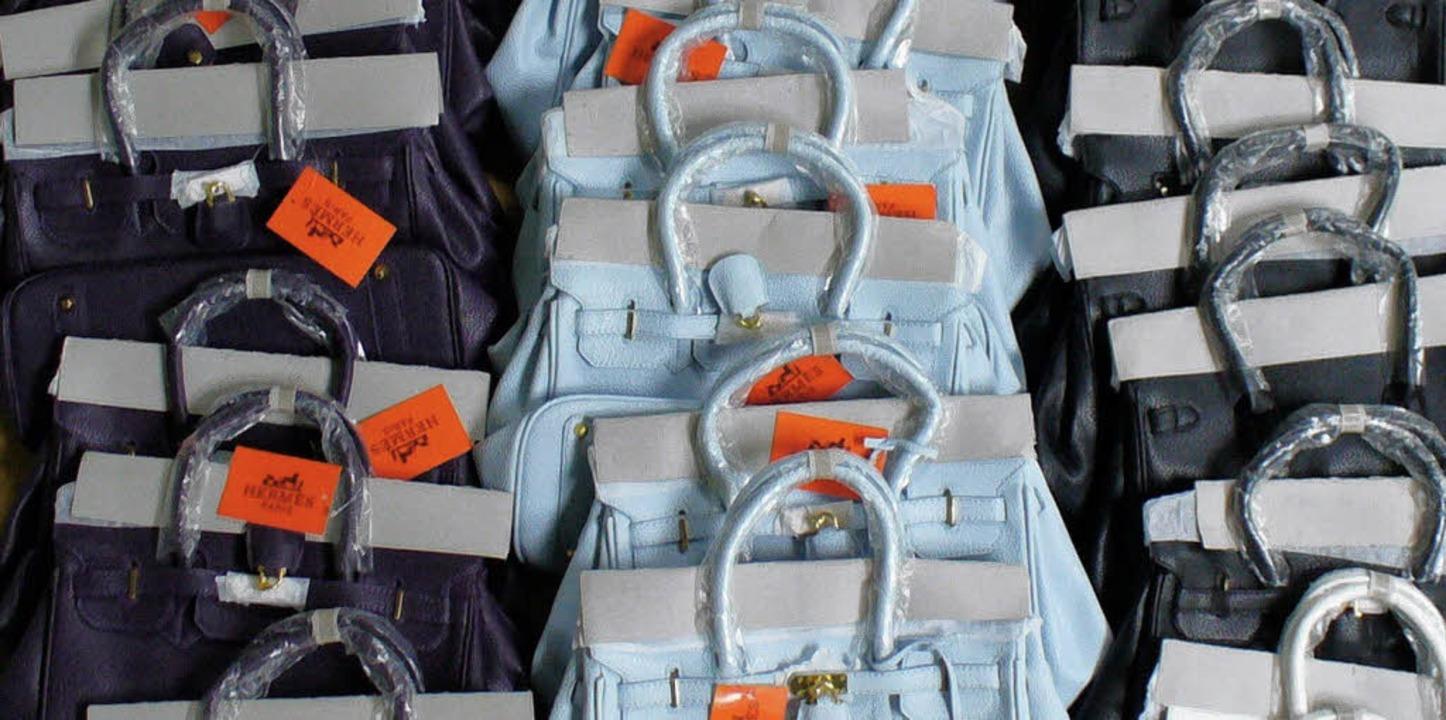 Gefälschte Markenhandtaschen im Wert v... der Zoll im Oktober aus dem Verkehr.   | Foto: Privat