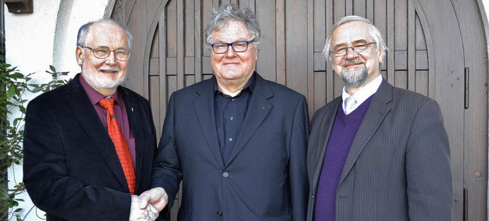 v.l.: Pfarrgemeinderatsvorsitzender Wo...ch Bayer, Pfarrer Eckhard Weißenberger  | Foto: Beate Zehnle-Lehmann