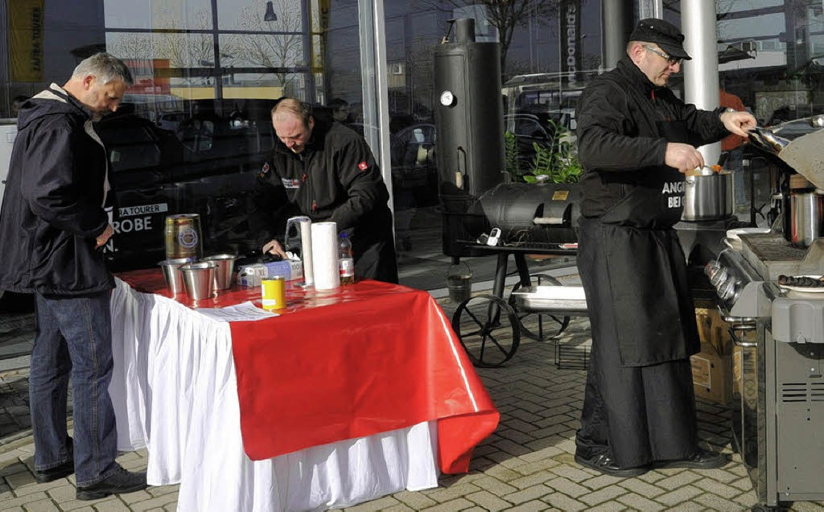 Grillen für einen guten Zweck: Zur Pre...n Sum-Autohäusern auch Kulinarisches.   | Foto: Volker Münch