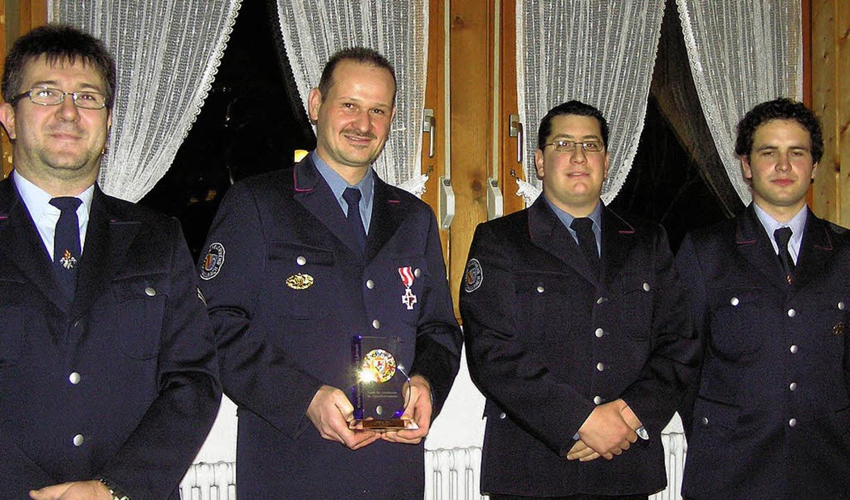Verdiente  Feuerwehrleute bei der Haup...n Stellvertreter Phillip Steinebrunner  | Foto: Regina Wagner