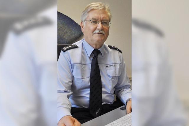 Polizeichef legt die Uniform ab