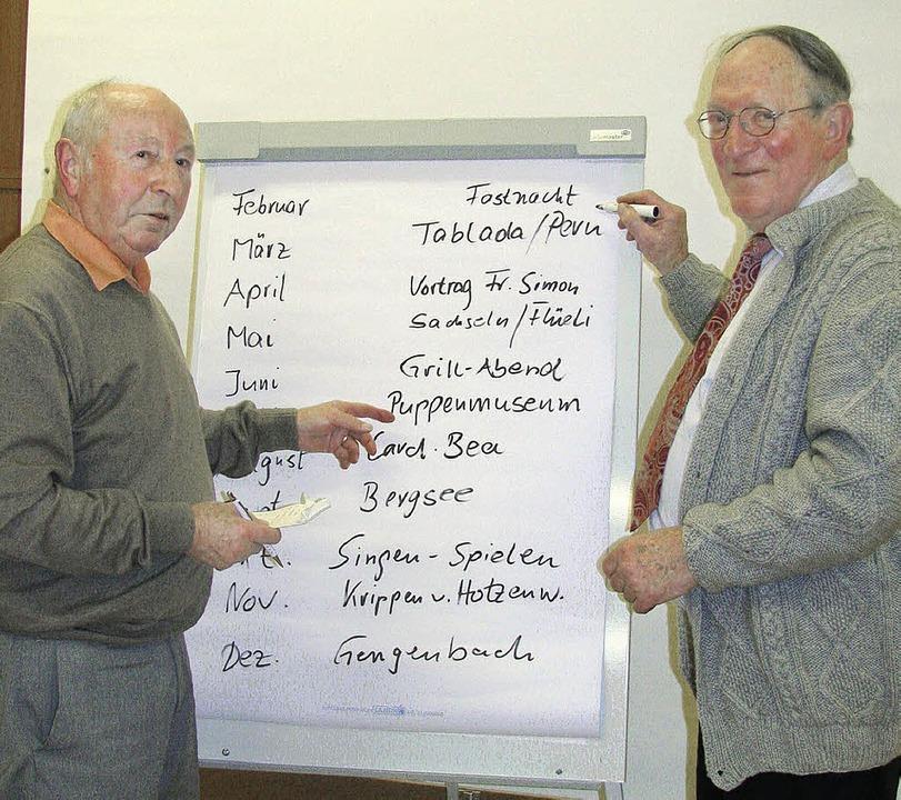 Einmal mehr haben  Georg Alt (links) u...ches Jahresprogramm zusammengestellt.   | Foto: Michael Gottstein