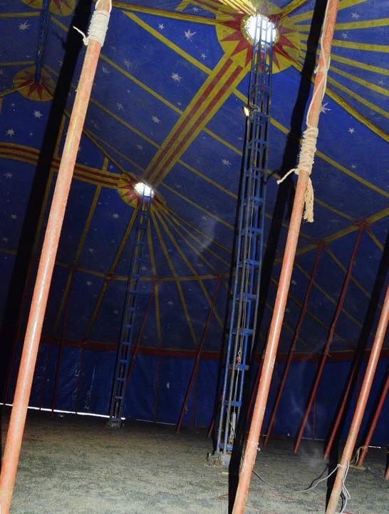 Noch herrscht gähnenden Leere im Zirku...aber am Samstag geht hier die Post ab.  | Foto: Manfred Frietsch