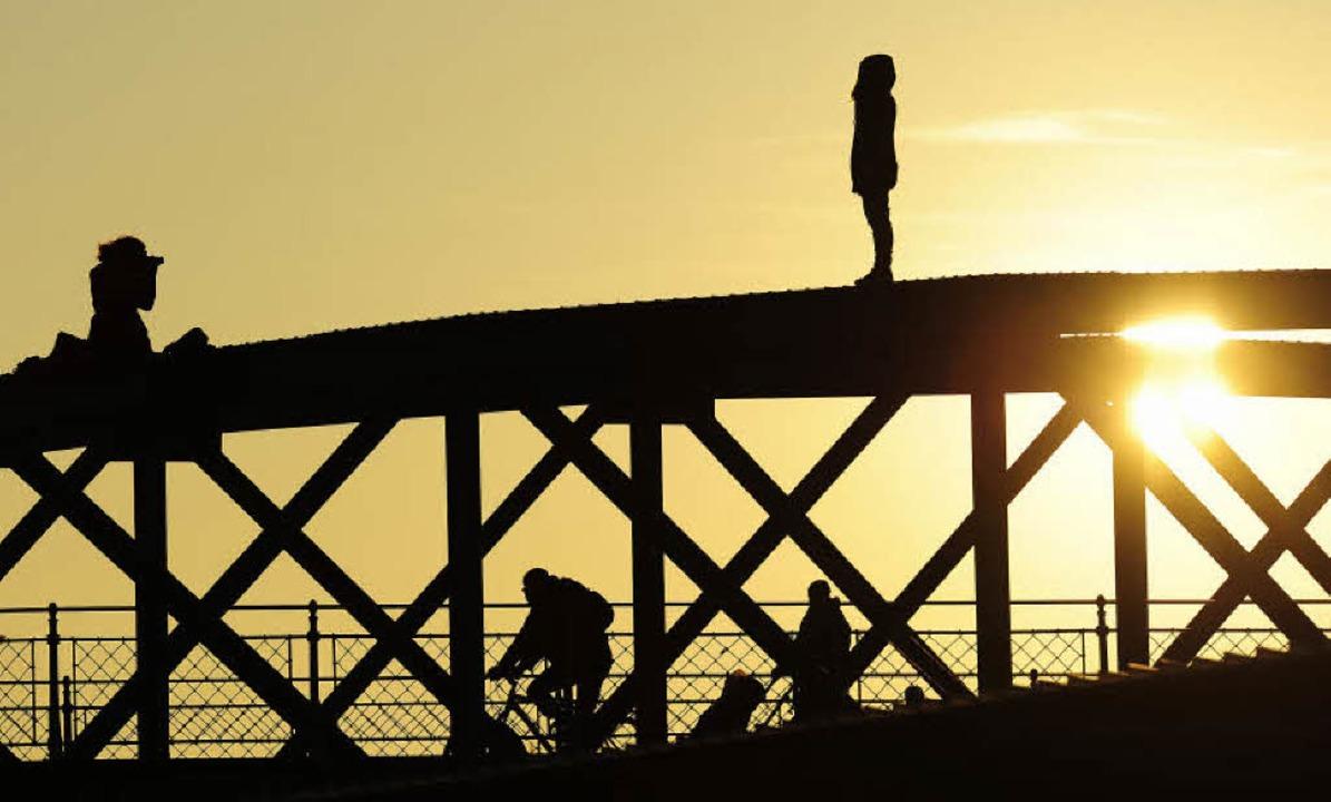 Leichtsinnig, aber nicht strafbar: Fotoshooting auf dem Bogen der Wiwili-Brücke  | Foto: Ingo Schneider