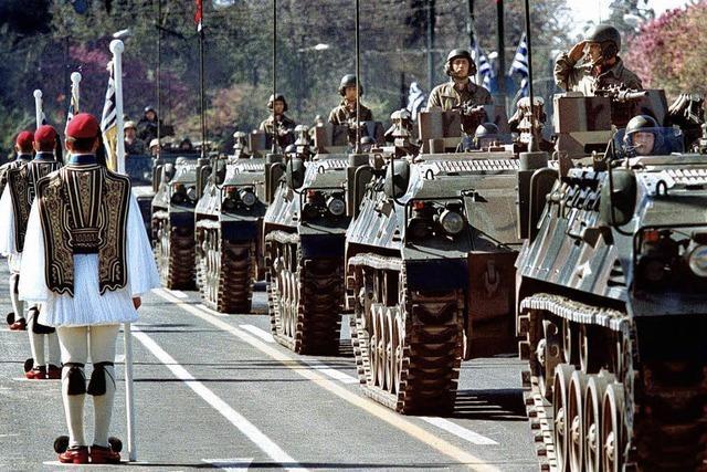 Politiker und Militärs im Waffenwahn