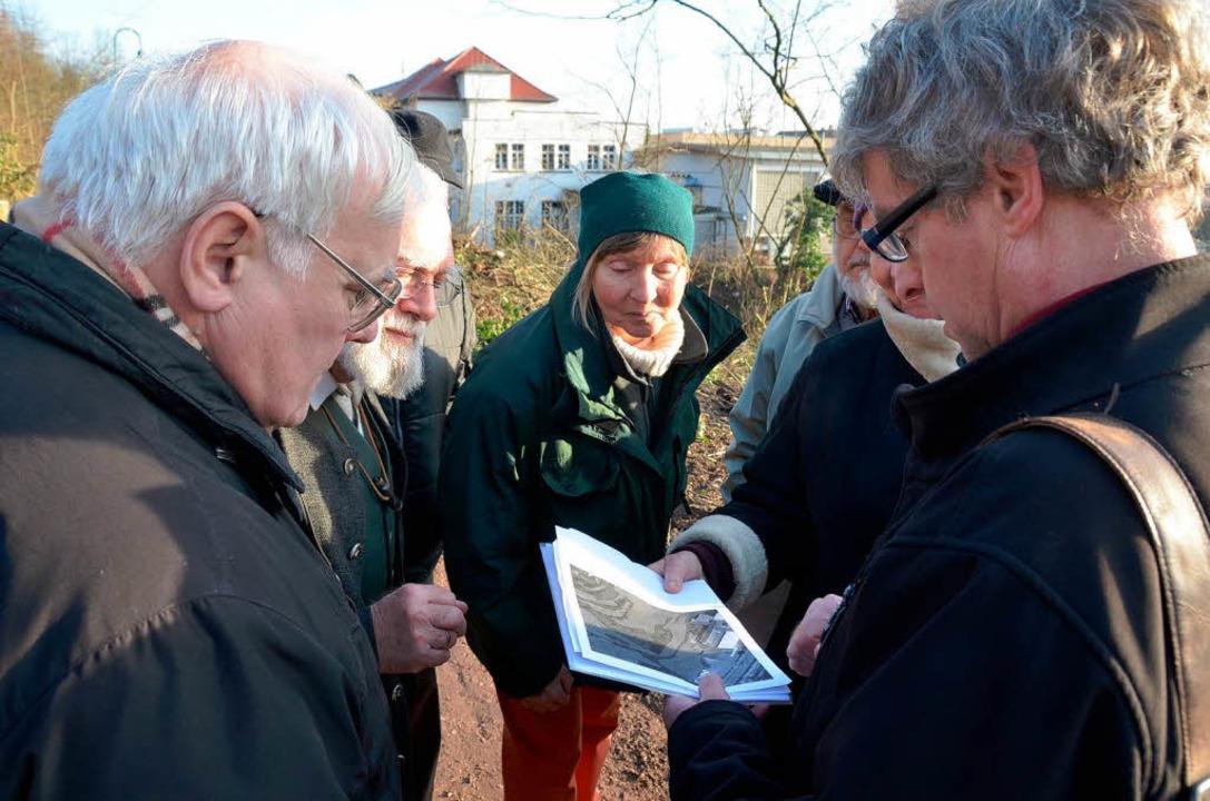 Vertreter der Naturschutzverbände mit ...des Landratsamtes beim Vorort-Termin.   | Foto: Walser