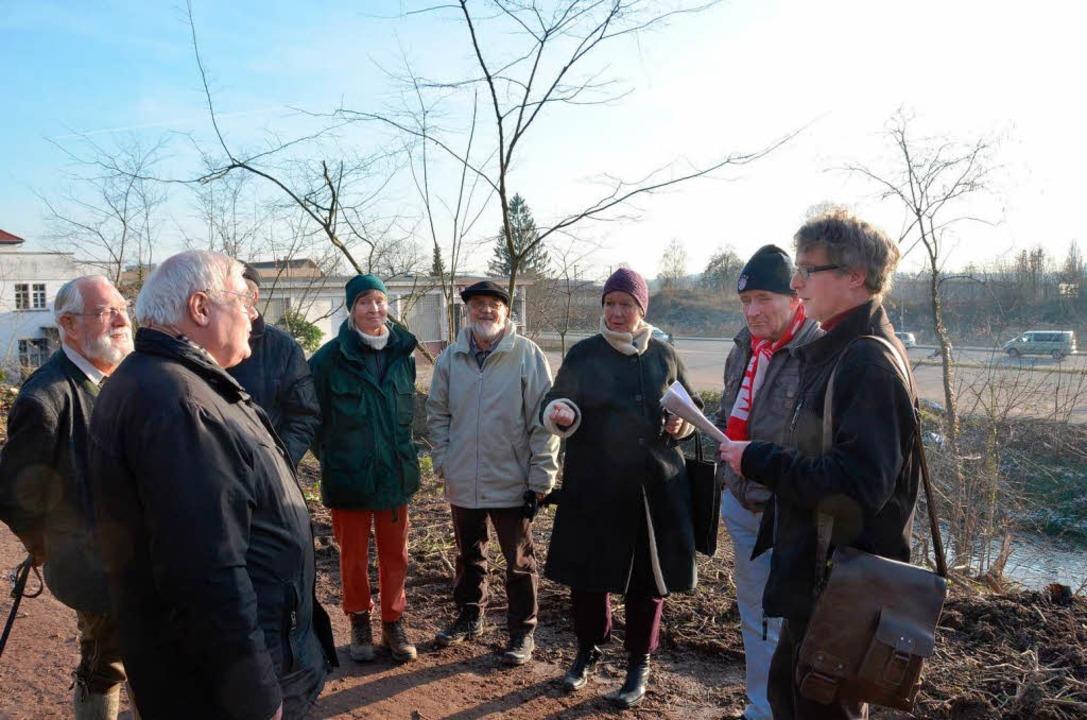 Bürger und Naturschützer beim Vorort-Termin.  | Foto: Gerhard Walser