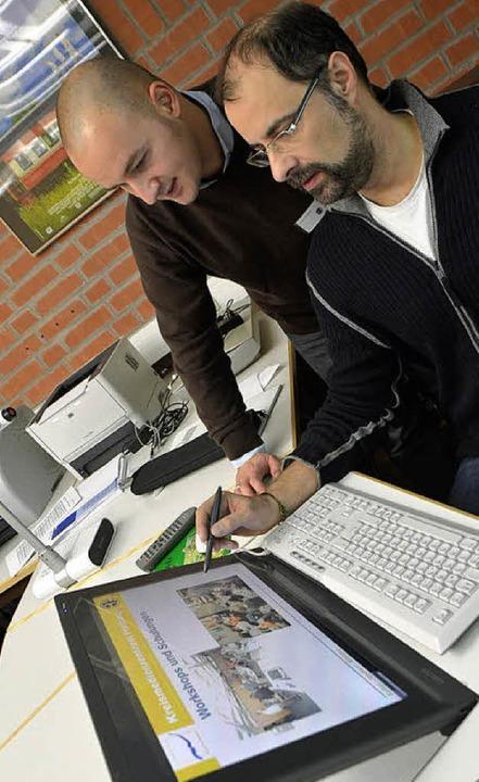 Moderne Technik, neues Team:  Sebastian Lorenz (rechts) und Darius Pasdar  | Foto: Yvonne Weik