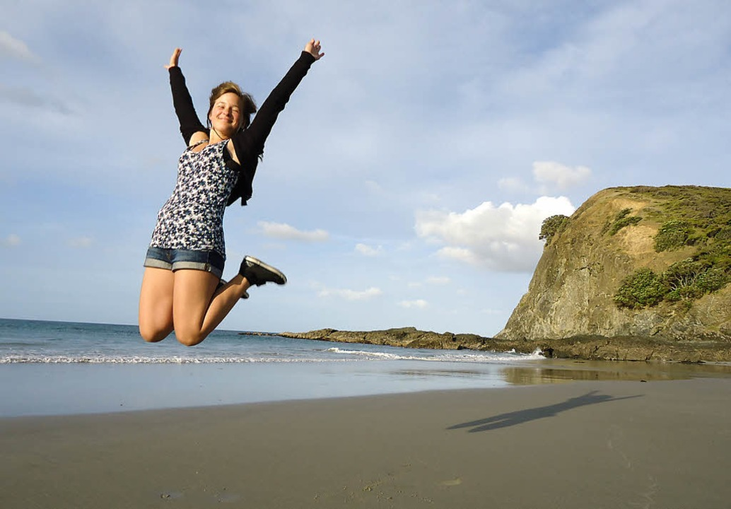 Ein Luftsprung vor Freude: Teresa Ehrl...randbuchten ganz im Norden Neuseelands  | Foto: Teresa Ehrler