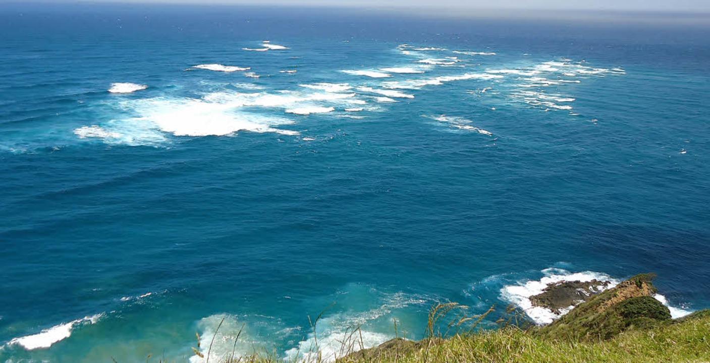 Treffen der Meere: Die weißen Gischtbe...itze Neuseelands aufeinander treffen.   | Foto: Teresa Ehrler