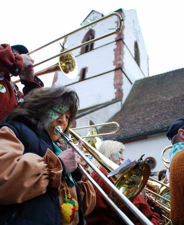 Schopfheims  Altstadt vibrierte am Sam... dem Publikum mit schrägen Tönen  ein.  | Foto: Edgar Steinfelder