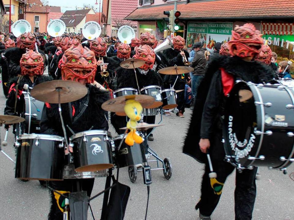 Aus der Schweiz: Die Guggemusik der Drachä Brunnä Chrächzer aus Thayngen  | Foto: Mario Schöneberg