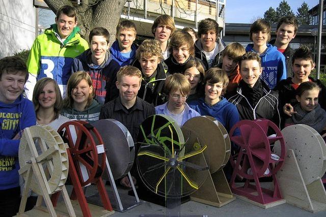 Junge Albert-Schweitzer-Gymnasiasten entwerfen Wasserräder