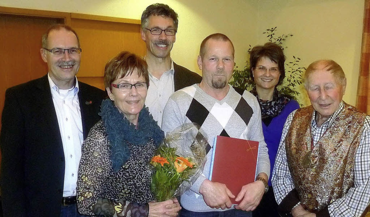 Für ihr vorbildliches jahrzehntelanges...eter Meier  in besonderem Maße geehrt.  | Foto: Claudia Gempp