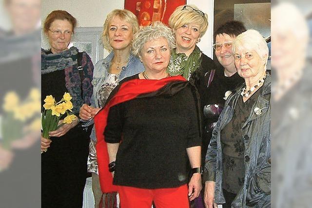 Sechs Künstlerinnen, inspiriert von Walküren