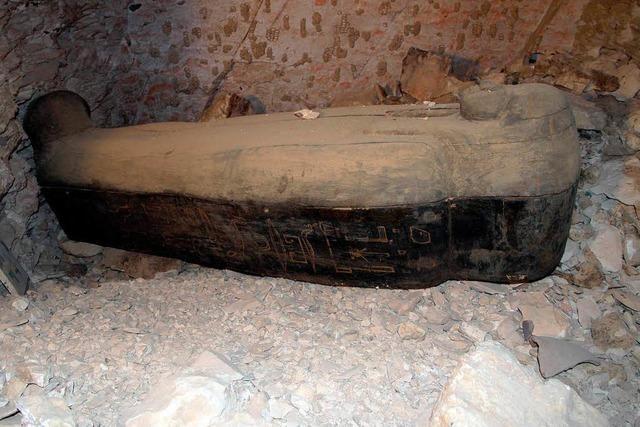 Basler Ägyptologen entdecken Mumiensarg bei Luxor