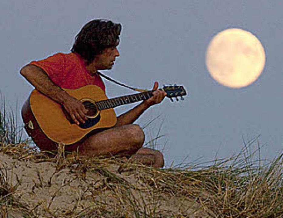 Gitarrenspiel (noch) ohne App  | Foto: Verwendung weltweit, usage worldwide