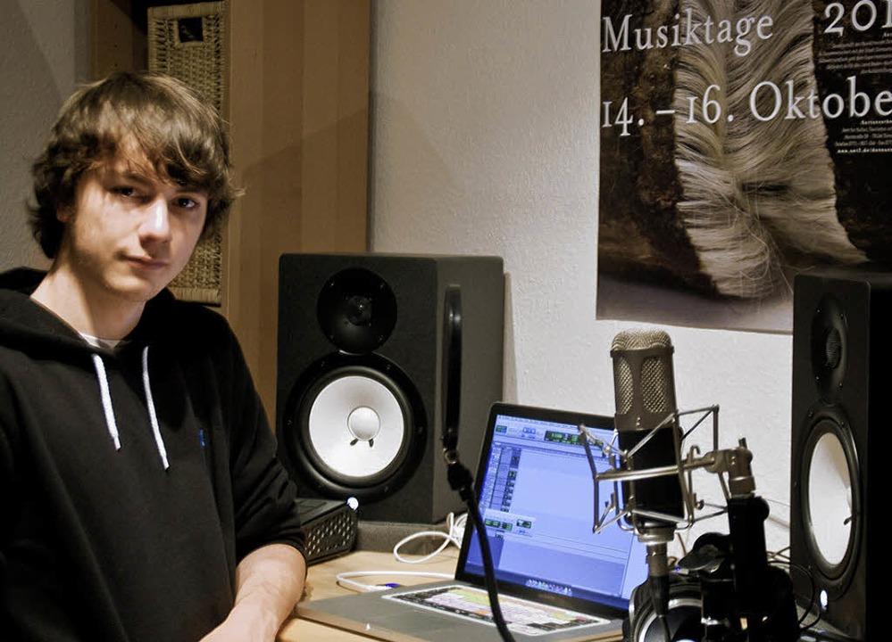 Jonas Obermüller an seinem Arbeitsplatz   | Foto: privat
